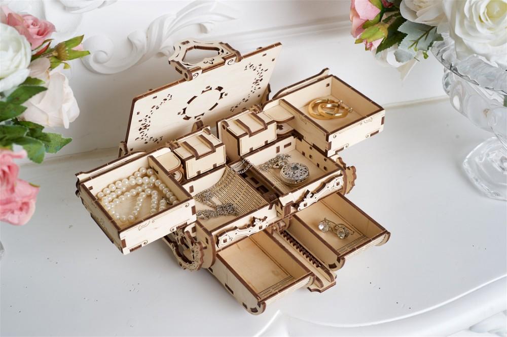 Amber-Box-model-Ugears-model13-max-1000