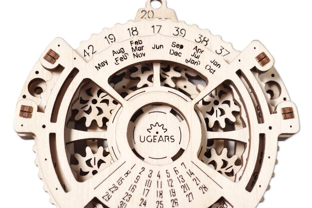 ugears-date-navigator-dsc9935-max-1000