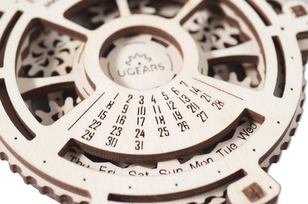 ugears-date-navigator-dsc9938-max-1000