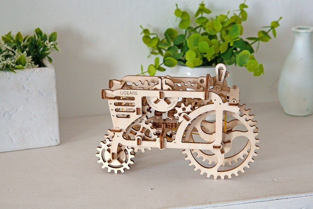 Ugears Tractor assembly