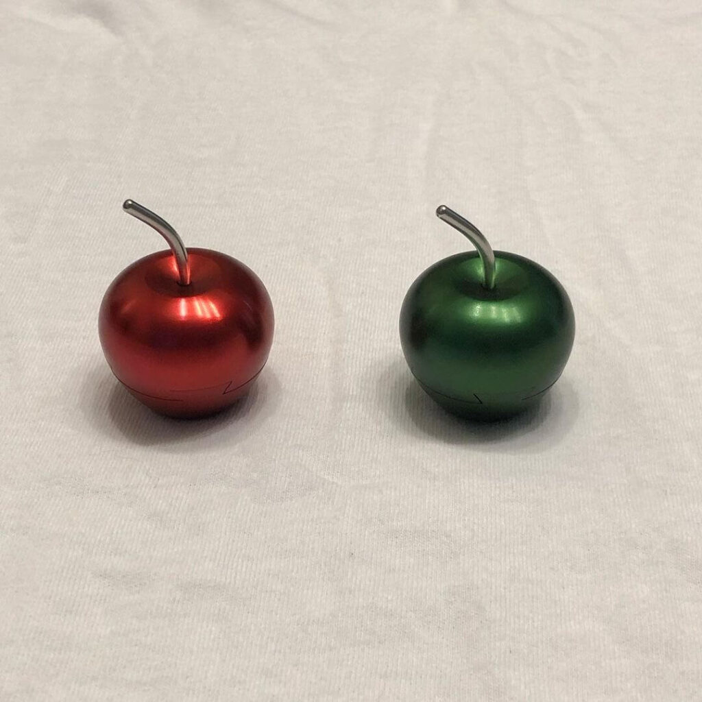 Green and Red Apple Puzzles by Will Strijbos front view